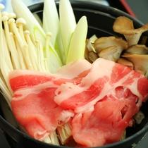 お鍋-地元木曽の新鮮食材をふんだんに使った料理です