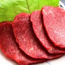 馬刺し-地元木曽の新鮮食材をふんだんに使った料理です
