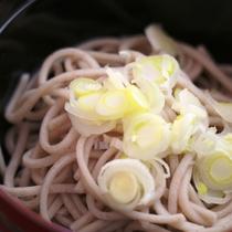 お蕎麦-地元木曽の新鮮食材をふんだんに使った料理です。
