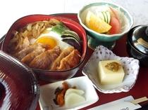 【夕食1200円コース メニューの一例】合鴨重(滝川産合鴨)
