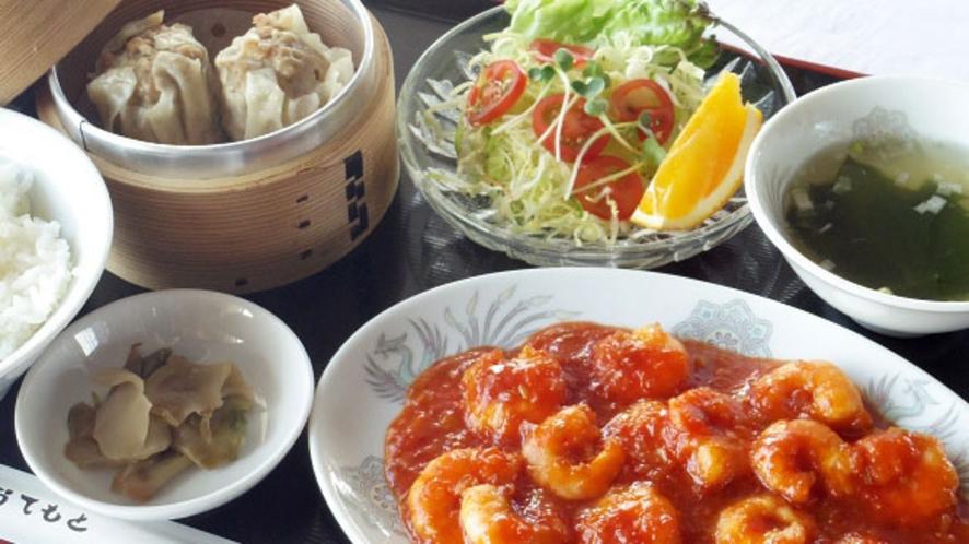 【夕食1500円コース メニューの一例】エビチリ定食