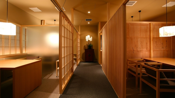 【ご夕食/和食懐石12,000円コース】個室のお食事処でゆったりと旬の味覚を愉しむ