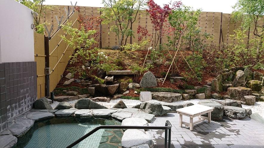 和風露天風呂庭園