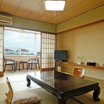*和室10畳(一例)お部屋の窓からは有明海が一望できます。