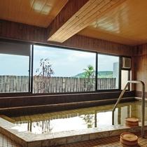 *有明海が一望できる展望露天風呂でゆっくりと身体を癒してください。