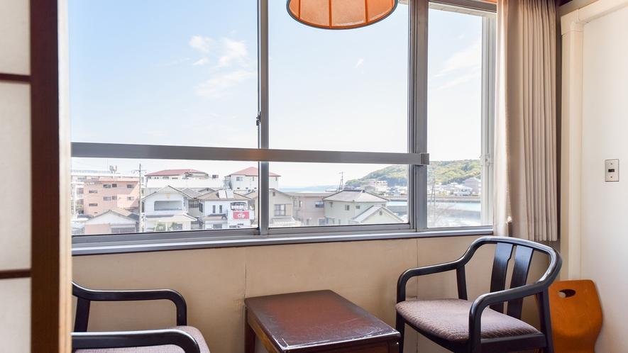 *【客室一例:和室10畳】有明海を望むお部屋です。