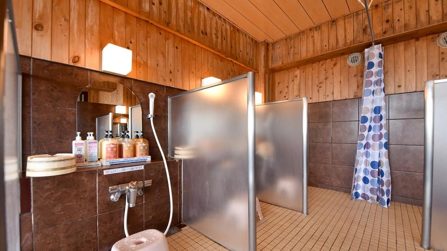 *【大浴場:女湯】ゆったりとした造りの洗い場。
