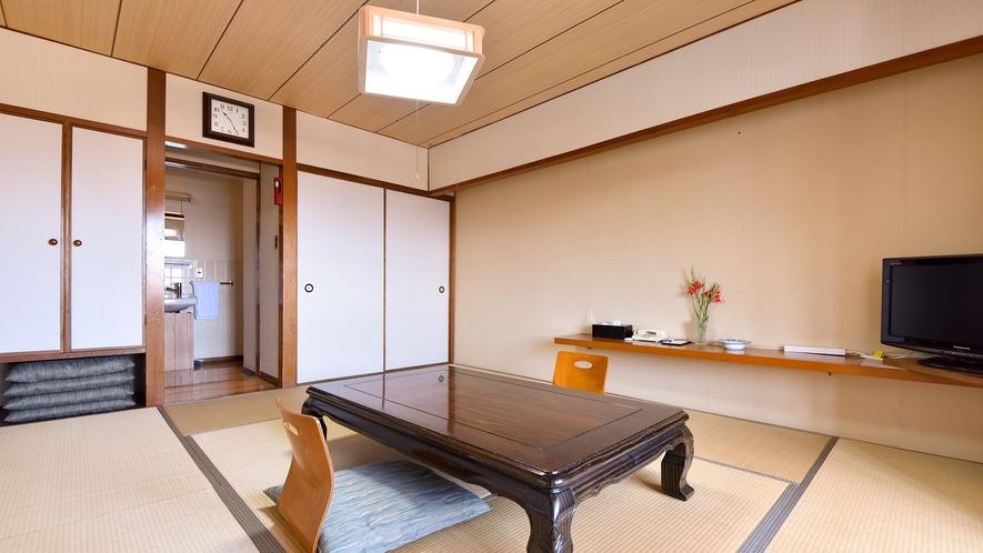 *【客室一例:和室10畳】海の潮騒の音に包まれてゆったりとお過ごしください。