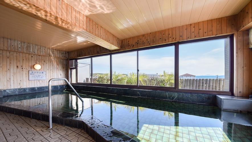 *【大浴場:男湯】開放的なお風呂でのんびり・ゆったり…