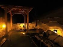 夜の雪見露天風呂