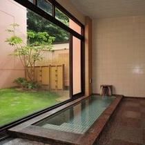 坪庭をお楽しみいただける家族風呂