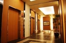 一階エレベーターホール(フロント5階)