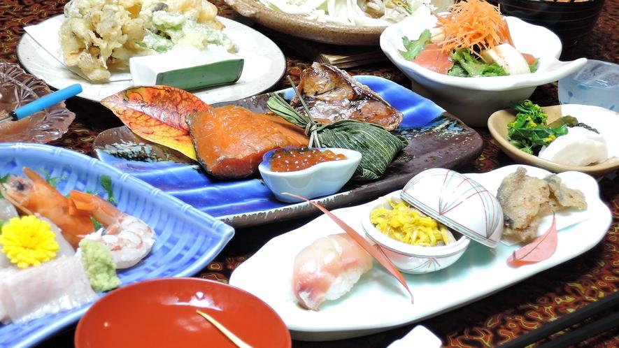 *【夕食一例/スタンダード】地元村上の新鮮の海の幸をはじめ、四季折々の食材が食膳を飾ります。