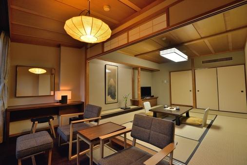 【本館】庭園側・コネクティング客室(和室12畳+8畳+広縁)