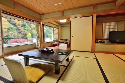 【池の棟】山側・一般客室(和室10畳+洋間)