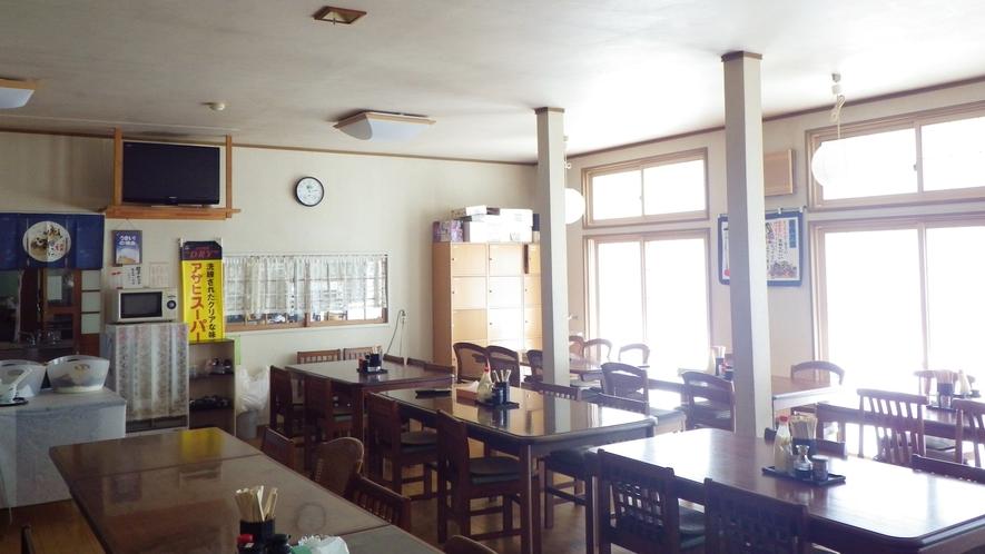 *食事処/全席テーブルタイプ、気軽にお食事をとっていただける食堂です。