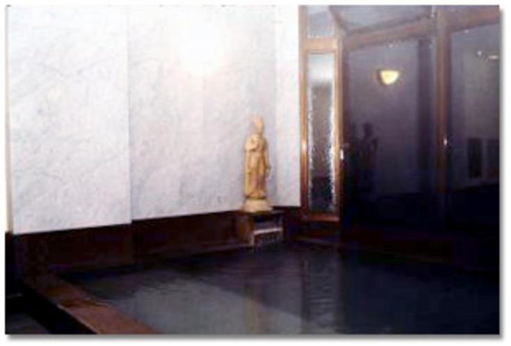 【内湯:観音風呂】湯殿観音様は、温泉によって衆世に幸福をもたらす慈悲あふれた観音様です。
