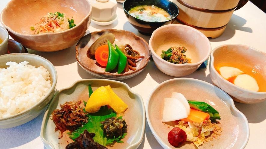 【朝食】炊き立てのご飯と女将手作りのおかずが自慢