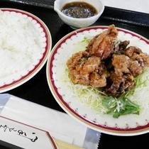 ジューシーな鶏の唐揚げ(ネギソースがけ)