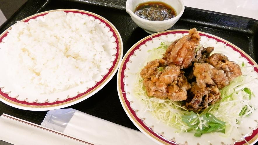 【夕食メニュー一例】ジューシーな鶏の唐揚げ(ネギソースがけ)