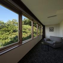 【部屋/プレミアムルーム和洋室】プレミアムルームの窓からは開放的な景色が広がります。