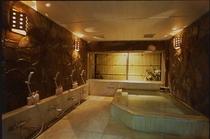 箱庭付き天然温泉内風呂