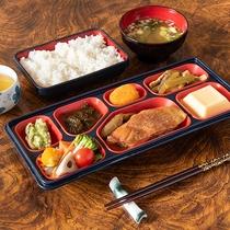 **朝食一例 レストランにて和定食をお召し上がりください。