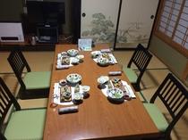 ご要望により『座椅子でのご夕食』、山里の会席料理をどうぞ!