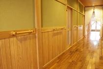 別館バリアフリー廊下と客室