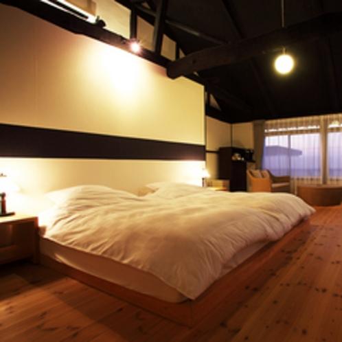 六番(月)【35㎡(洋室、ベッドルーム)】月をモチーフにしたステンドグラスを配したお部屋です。