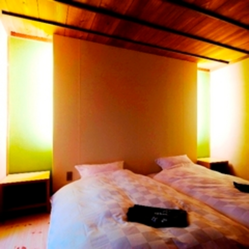 参番(竹)【ベッドルーム】ライティングされた雰囲気のあるベッドルーム