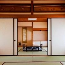 九番(桜)【8帖+8帖+広縁】桜をモチーフにしたステンドグラスを配したお部屋です。