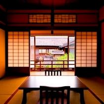 九番(桜)お部屋からは中庭を見下ろしながら眺めることができます。