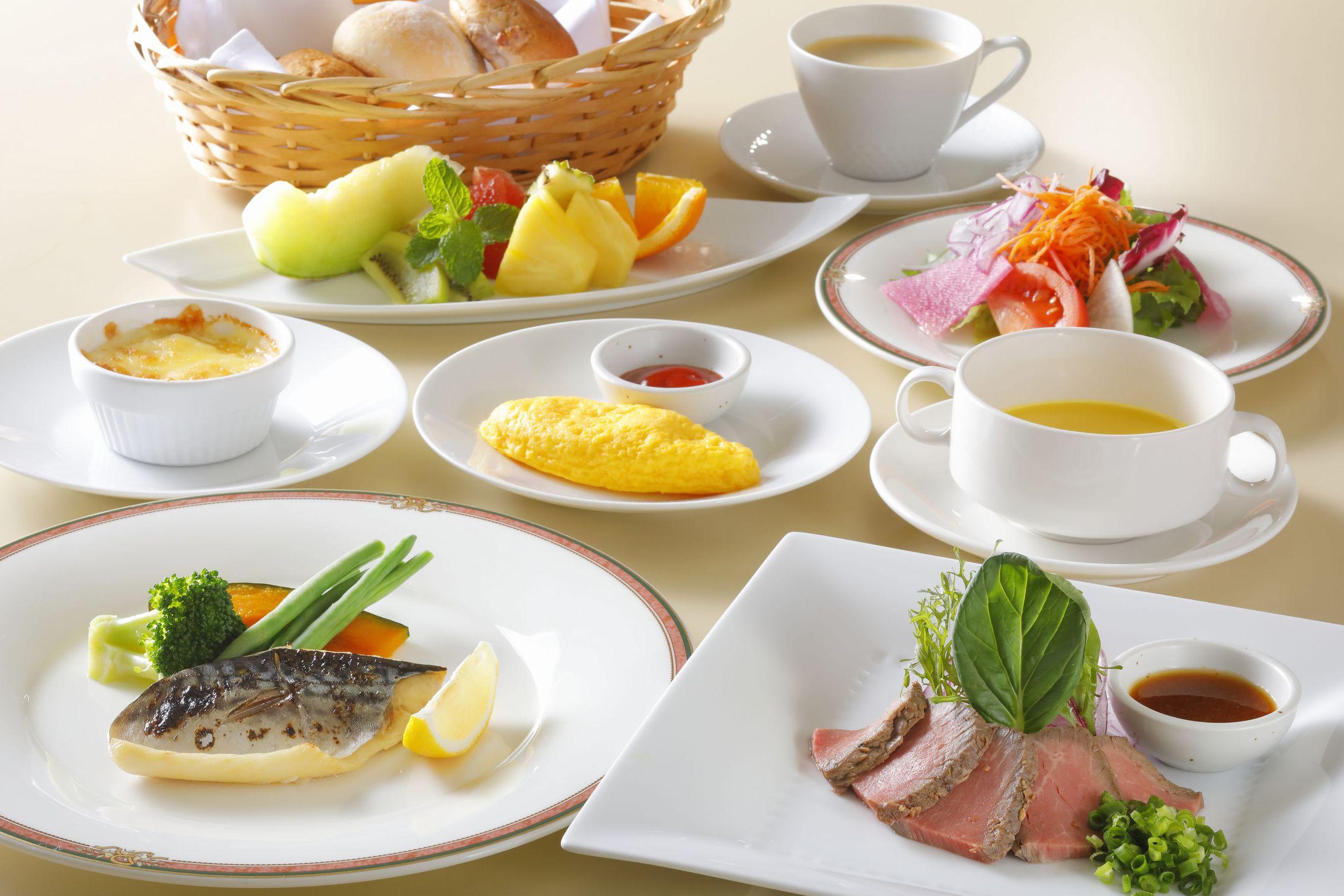 清々しい海を眺めながら、栄養満点の朝食》をどうぞ