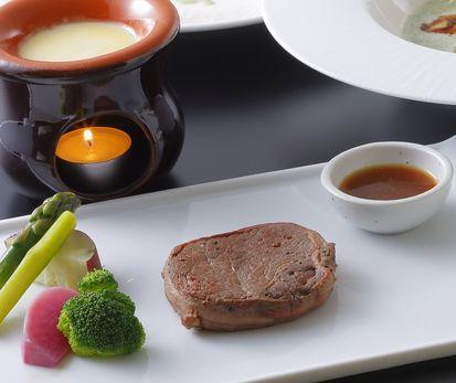 国産牛ヒレ肉のステーキとチーズフォンデュ〜コースアズーロ〜