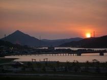 小浜湾に沈む太陽