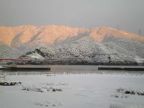 雪の大島半島と青戸大橋