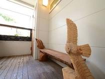 チェーンソーアートのベンチ