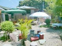 ガーデンと風情のある湯屋