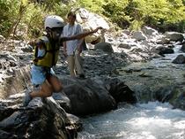 南アルプスの清流で川遊び3