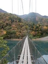 雨畑湖の吊り橋