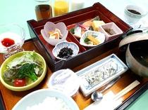 【朝食】和食お膳料理(ごはん・お味噌汁・お飲物はセルフサービスです)