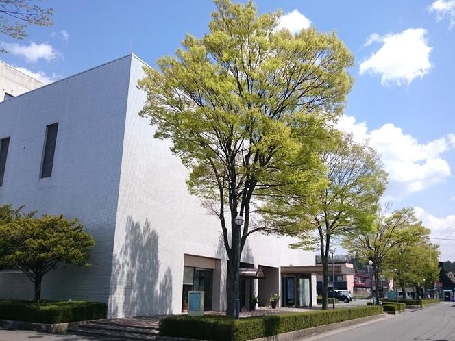 【ホテル外観】江刺の中心市街地にあるホテルです。無料駐車場完備!