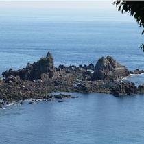 *【周辺観光/真鶴岬三ツ石】お天気の良い日には、景勝地三ツ石を散策してみませんか。