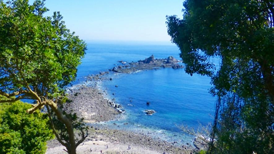 *【周辺観光/真鶴岬三ツ石】真鶴半島先端の景勝地三ツ石は、当館よりお車で約10分です。