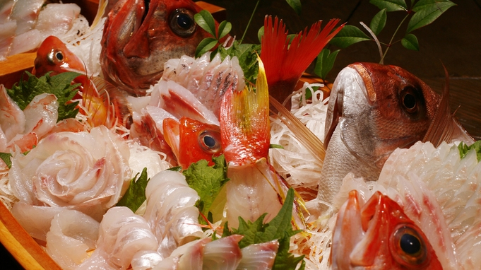 【海の幸グレードアップ】地魚満載!豪快大舟盛の特典付き ≪貸切風呂&朝夕お部屋食≫