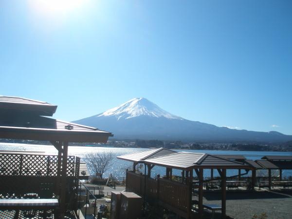 快晴の富士山と、BBQハウス