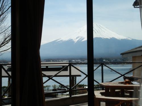 13人用コテージB型1階から眺めた富士山