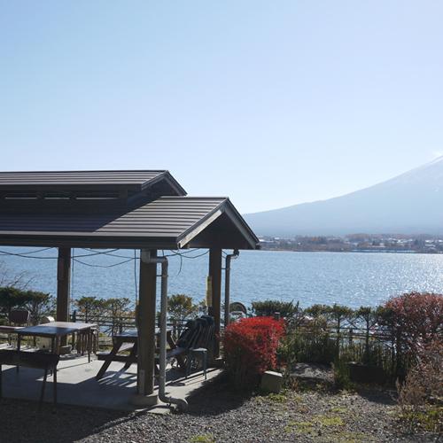 BBQハウスと富士山