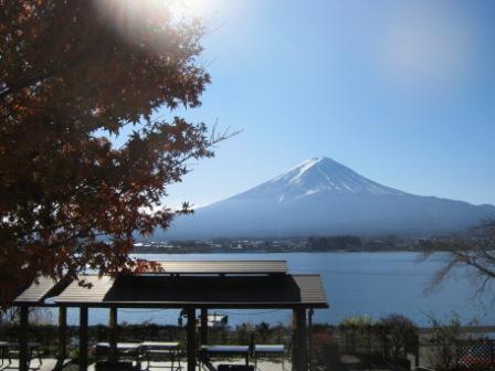 絶景コテージ13人用からの富士と湖